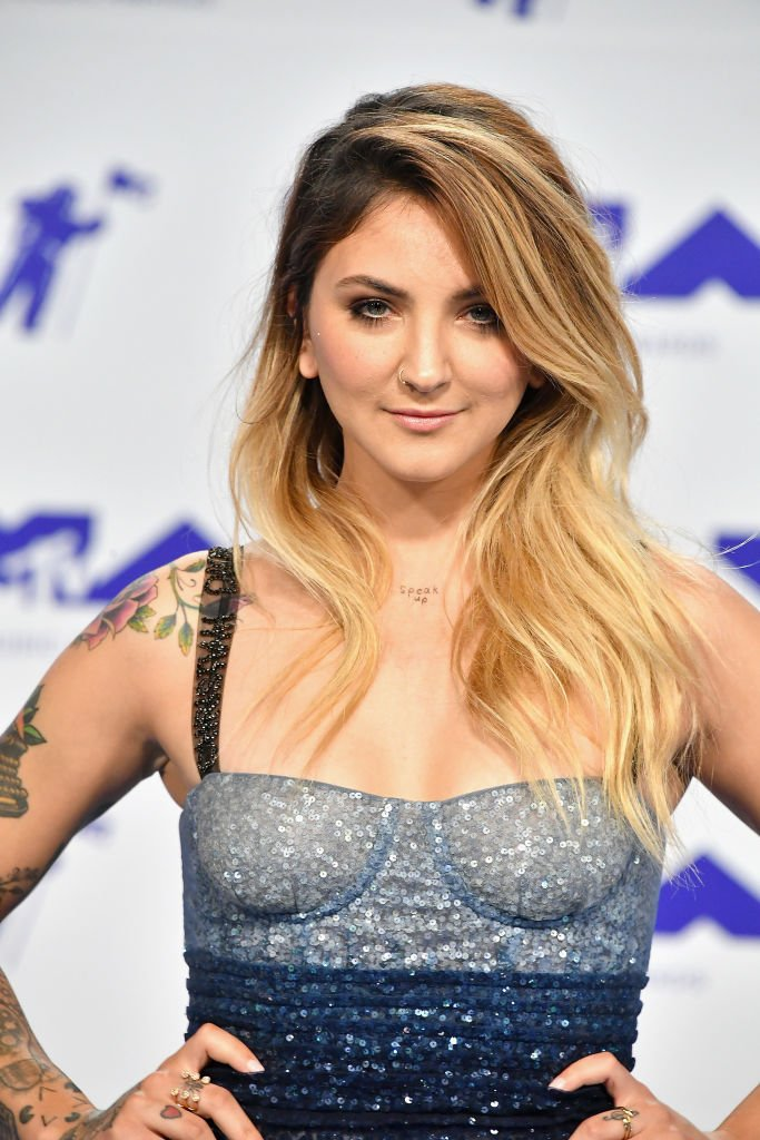 Julia Michaels (8)