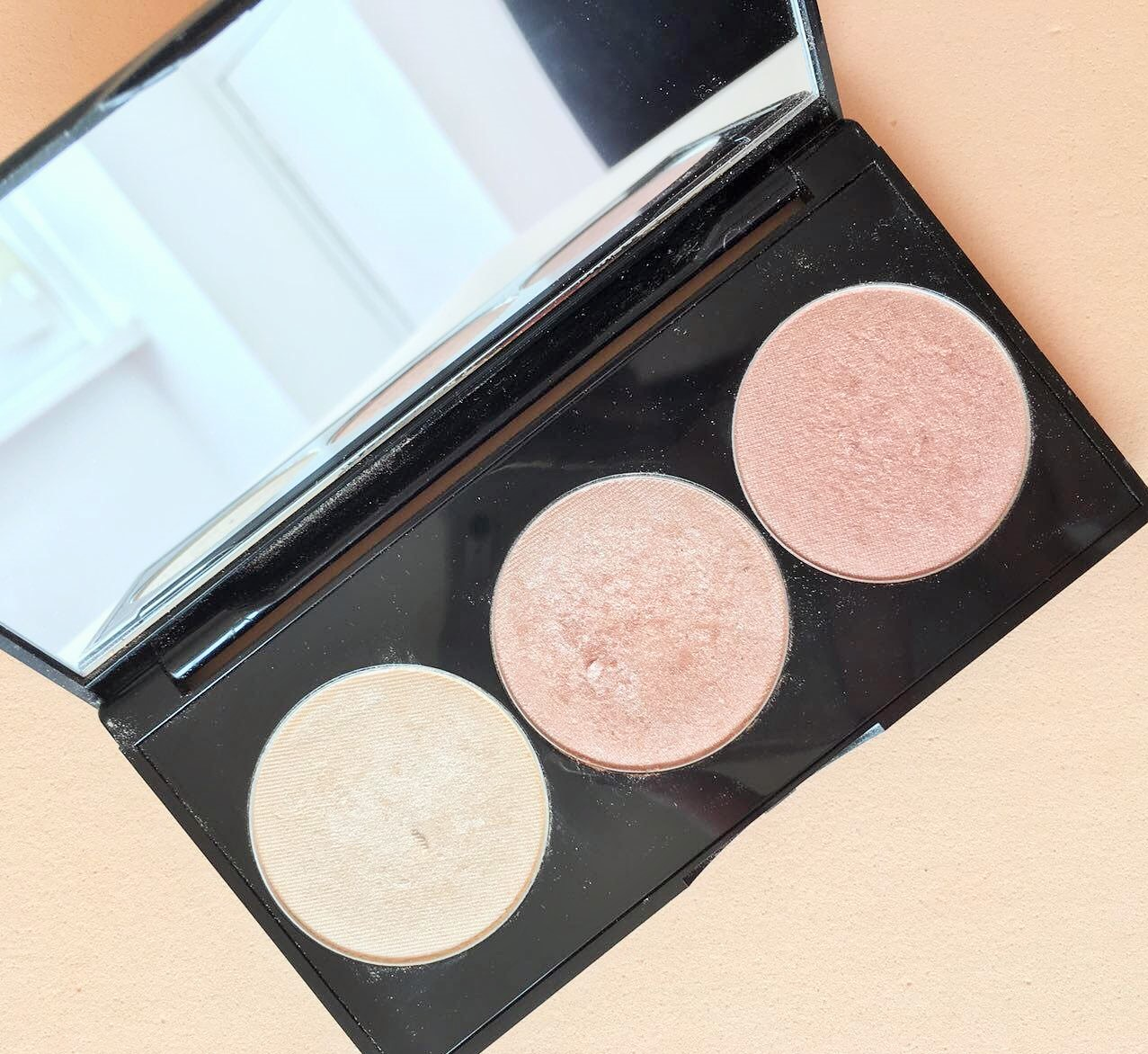 I'm sharing with you my opinions about the Smashbox + Casey Holmes Spotlight Palette in Pearl. I've been following Casey's channel since 2012 and I was so excited to when I saw her collabing with such a big brand like Smashbox. (I'll link you the video where she talks about the palette).[Click here to read more]