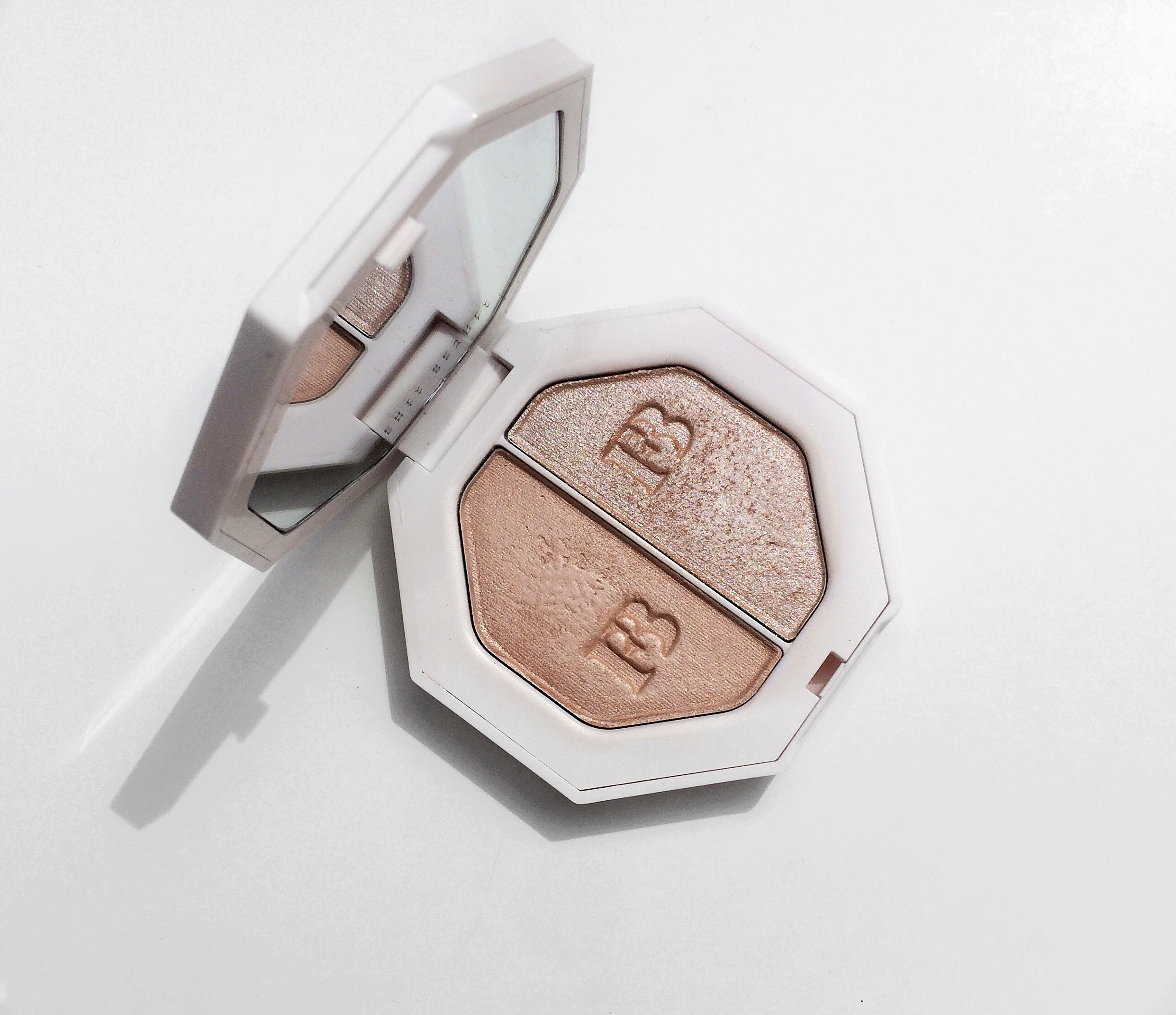 Review Fenty Lightning Dust Fire Crystal Killawatt Freestyle Highlighter Duo (5).jpg