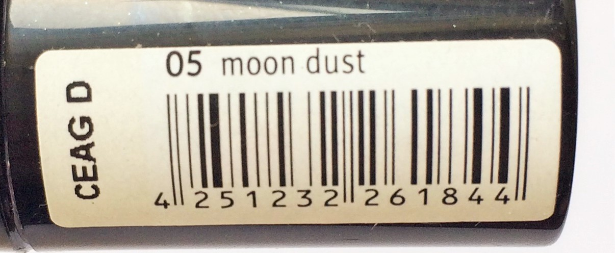 Review Essence Moon Dust, Stars & Stories Metal Shock Eyeshadow (8)