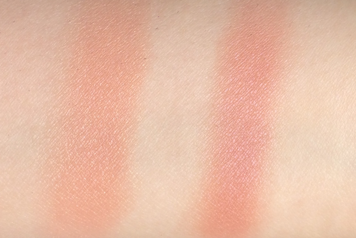 Benefit Gold Rush Blush Mini (6).jpg