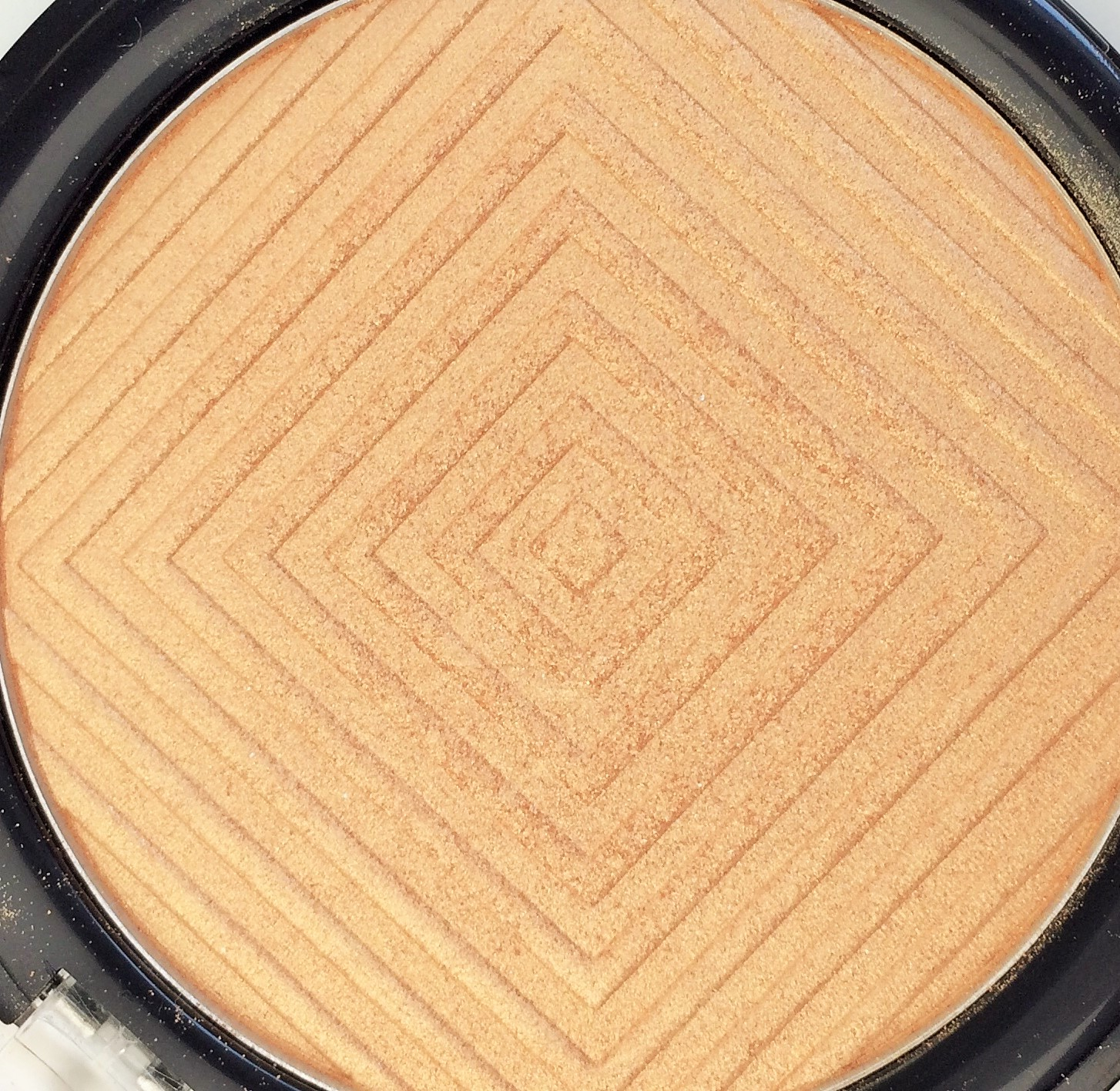 Recensione Maybelline Molten Gold Master Chrome Highlighter metallizzato (5)