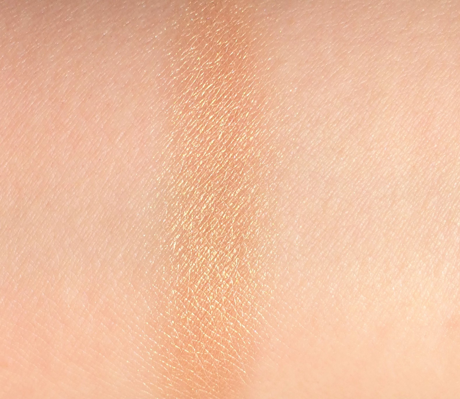 Recensione Maybelline Molten Gold Master Chrome Highlighter metallizzato (6)