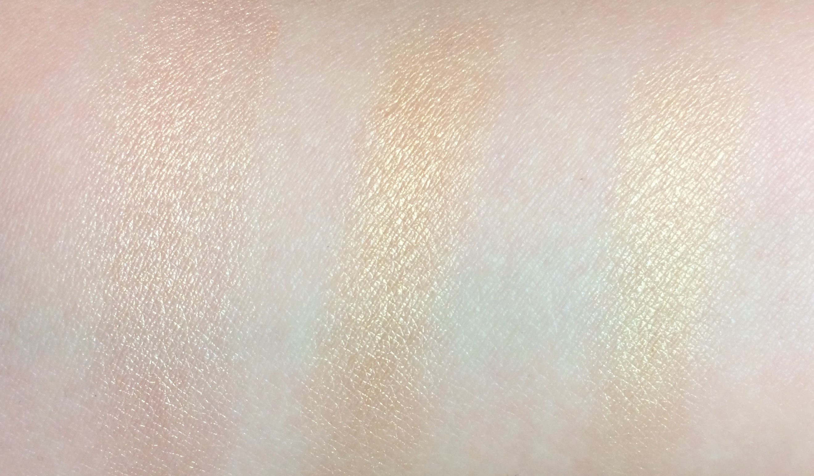 Recensione Maybelline Molten Gold Master Chrome Metallic Highlighter.jpg