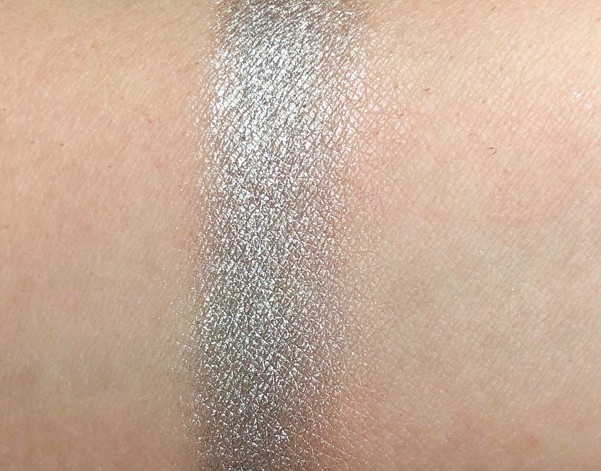 Recensione Essence Lead Me Melted Chrome Eyeshadow (5)