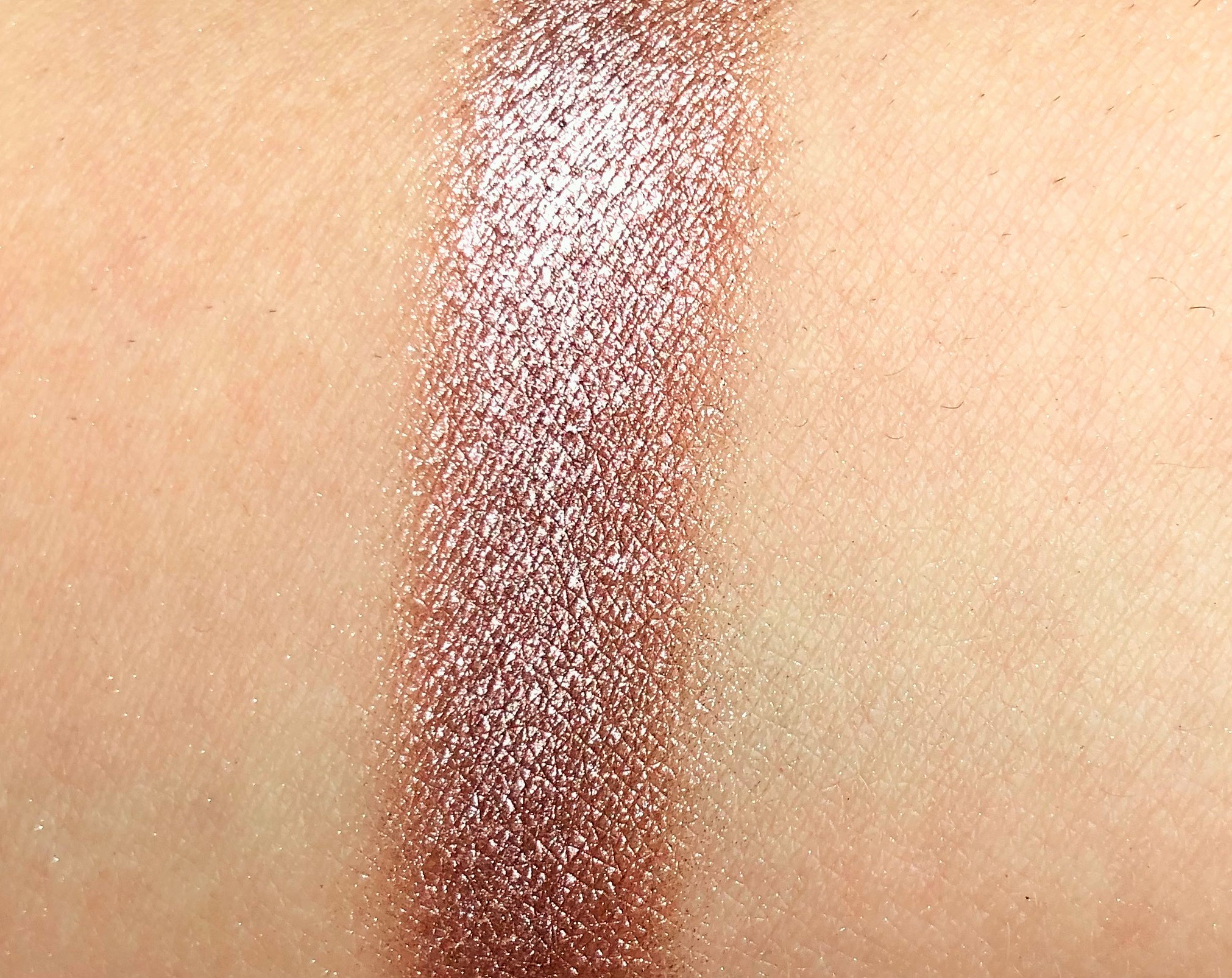 Recensione Essence Zink About You Melted Chrome Eyeshadow (5)