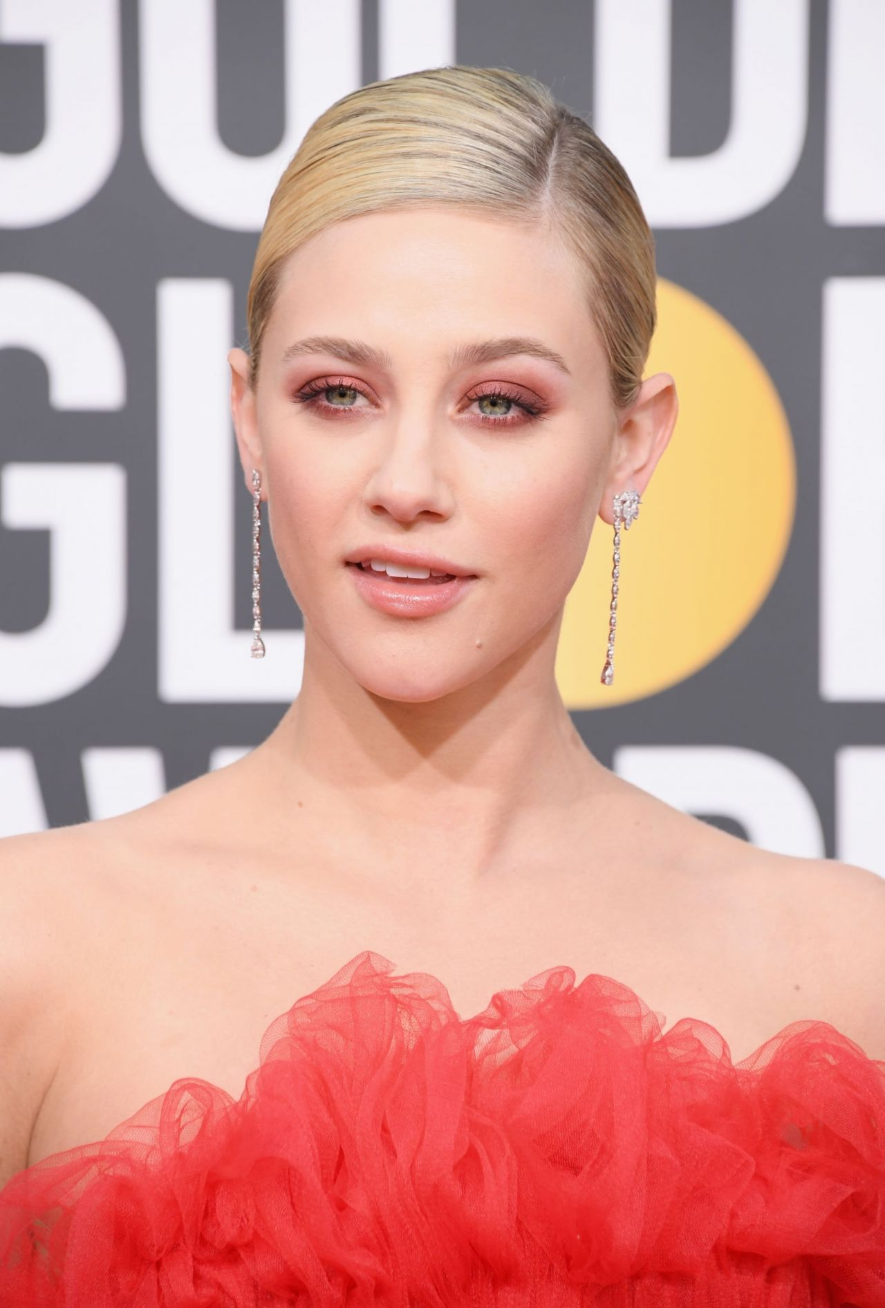 Lili-Reinhart-2019-golden-globe-premi-red-carpet-1