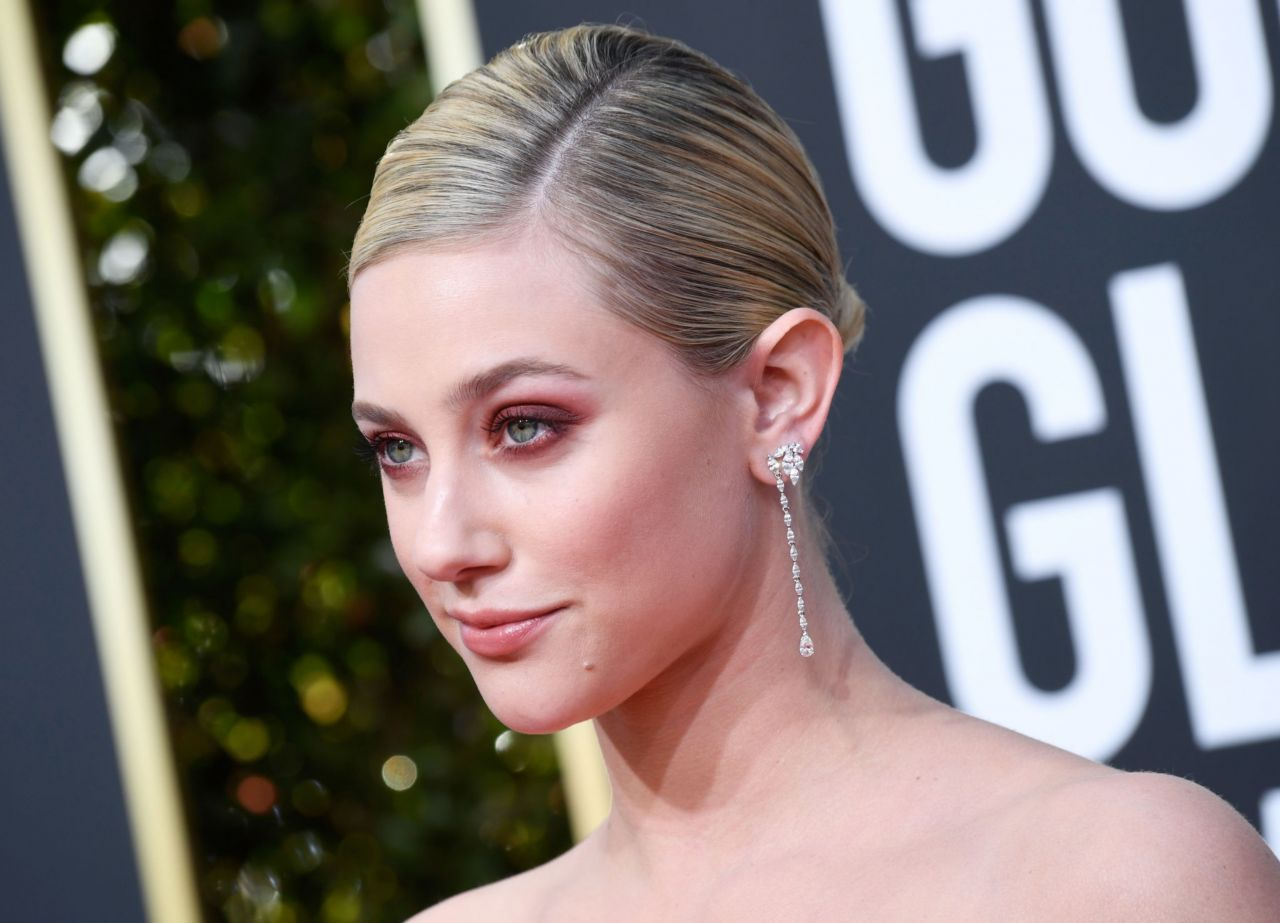 lili-reinhart-2019-golden-globe-awards-red-carpet-13.jpg