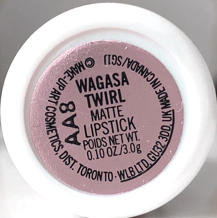 MAC Boom Boom Bloom Wagasa Twirl Revisione del rossetto 6