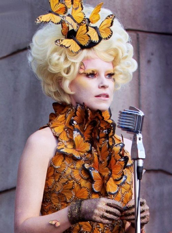 Ti ricordi Effie Trinket in The Hunger Games: Catching Fire? Dai un'occhiata agli altri momenti di bellezza più iconici in TV e musica